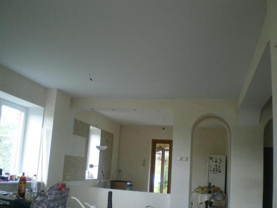Бесшовный натяжной потолок1