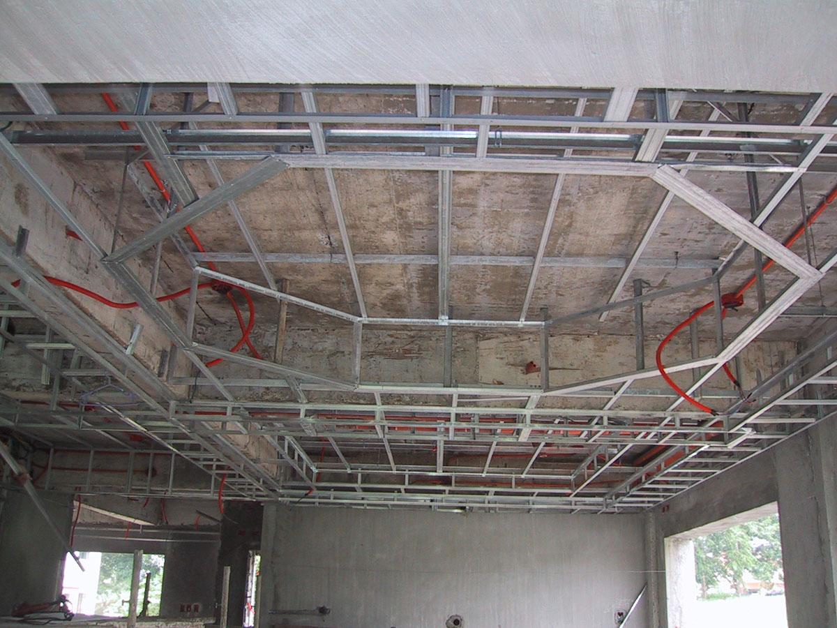 двухъярусный потолок из гипсокартона фото каркаса