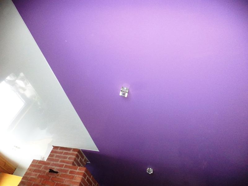 Сатиновый фиолетовый натяжной потолок