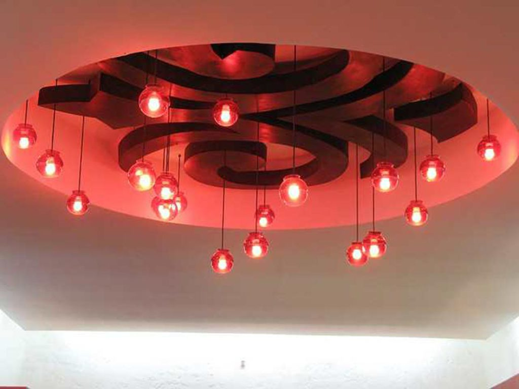 Потолок из гипсокартона с изгибами