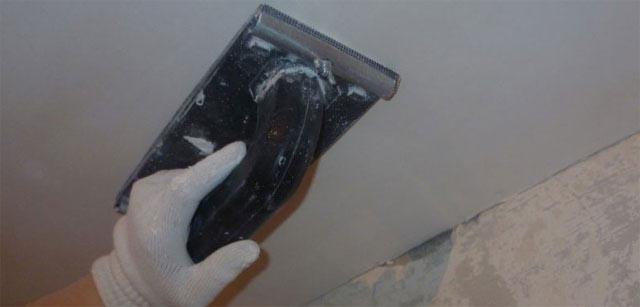 Затирка швов на потолке