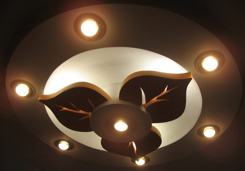 Потолок из гипрока с подсветкой