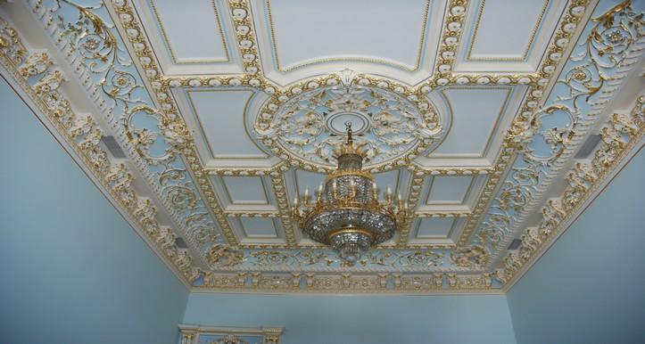 Потолок из гипсокартона с лепкой