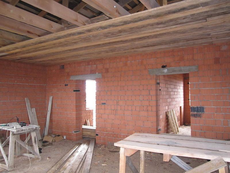 Как сделать черновой потолок по балкам
