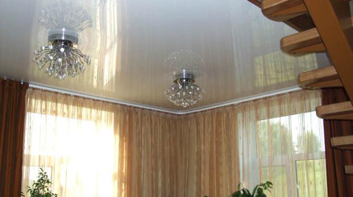 Натяжные потолки можно устанавливать в частных домах