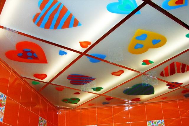 Акриловый потолок в ванной комнате