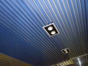 Стильность и оригинальность - основные характеристики реечного потолка