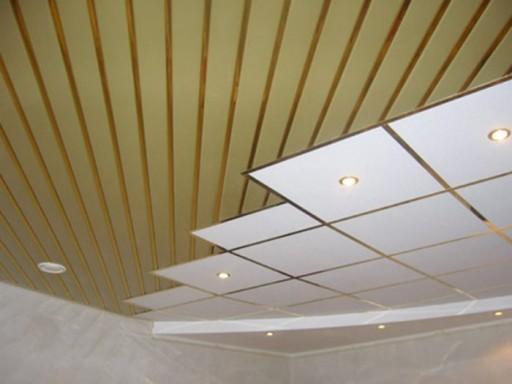 Возможность комбинирования разных материалов на потолке открывает широкий простор для реализации оригинальных идей