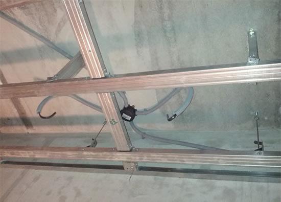 из чего сделать потолок в гараже