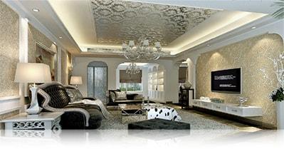Зеркальный потолок в роскошной гостинной