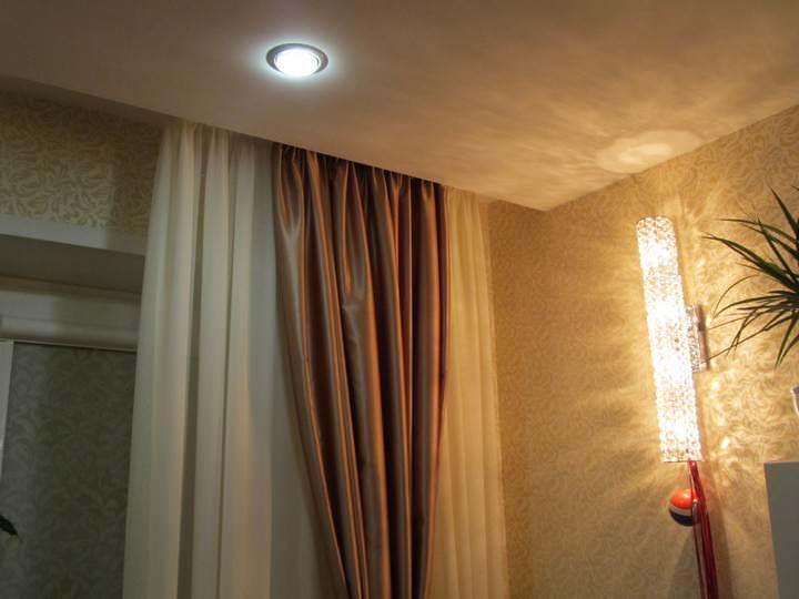 В интерьере такие шторы уже заняли свою нишу – для гостиной с большим окном это отличный вариант