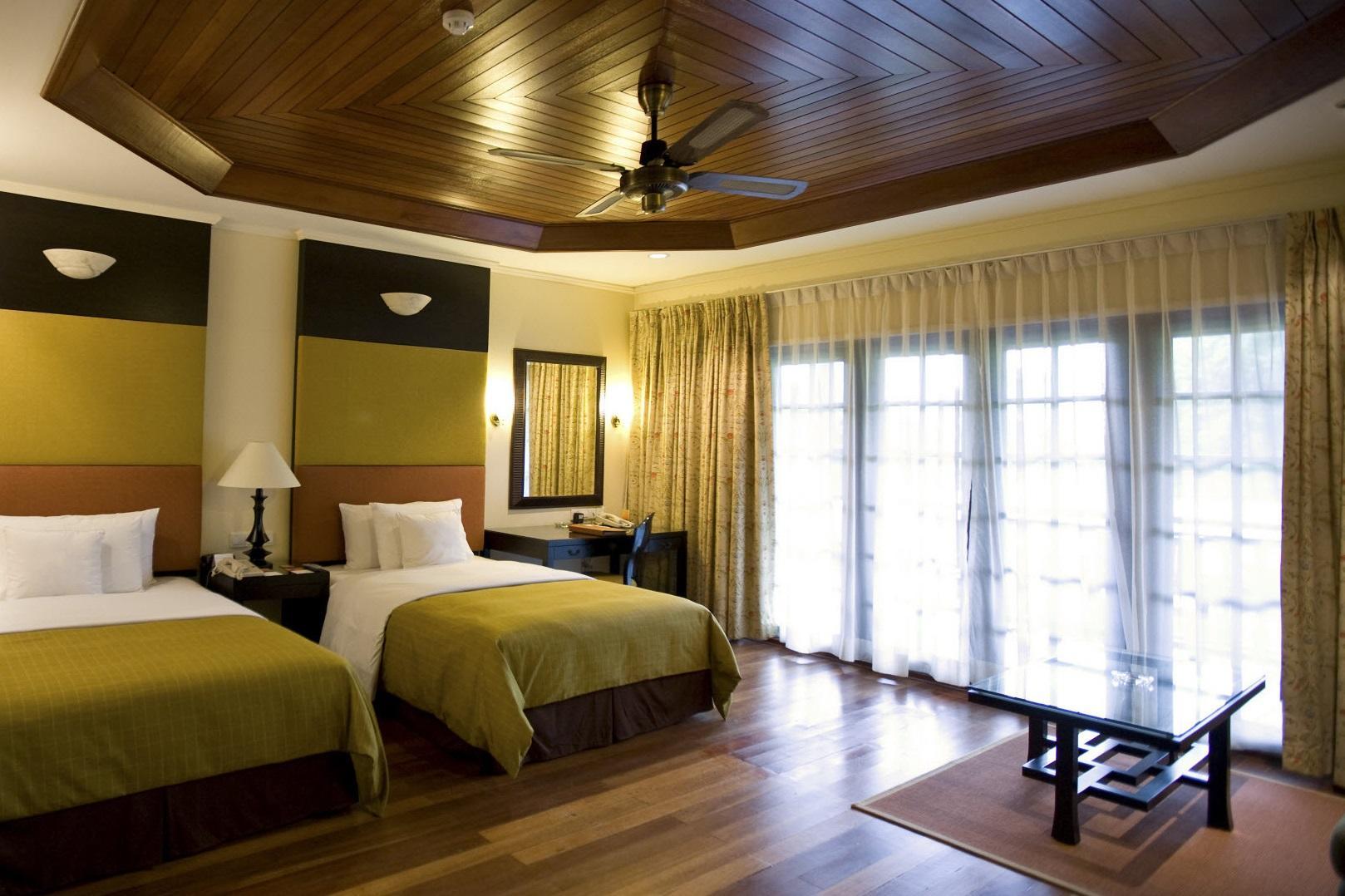 Деревянные потолки подойдут под любой интерьер и подчеркнут самые изысканные дизайнерские идеи