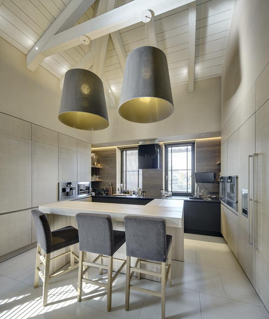 Потолок из качественной древесины принесёт в ваш дом тепло, уют и гармонию