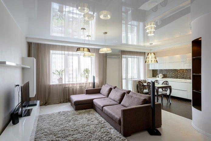белый натяжной потолок в кухне-гостиной