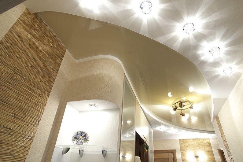 Комбинированные потолки из гипсокартона в прихожей