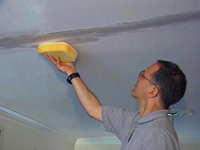 как и чем заделать шов на потолке между плитами