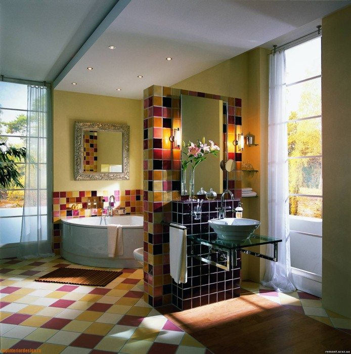 Фото 4 - В этом примере гипсокартонная конструкция выступает как инструмент зонирования просторного помещения ванной комнаты