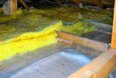 Укладка минеральноф ваты ведется на пароизолятор