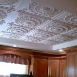 Пенополистирольные плиты на потолке