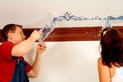 Как клеить наклейки на потолок