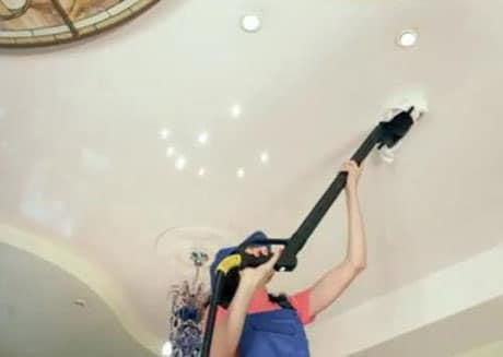 Чистка глянцевого натяжного потолка