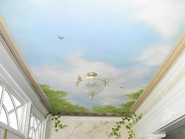 Наиболее популярным видом натяжного покрытия является глянцевый потолок. Изделие можно встретить в любом интерьере, независимо от назначения помещения, его размеров и стиля оформления.