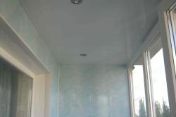ПВХ-панели можно использовать в отделке любых поверхностей: стен, потолка, наружных откосов на балконном блоке. Благодаря использованию панелей-ПВХ, вся работа по отделке Вашей лоджии занимает 1-2 дня.