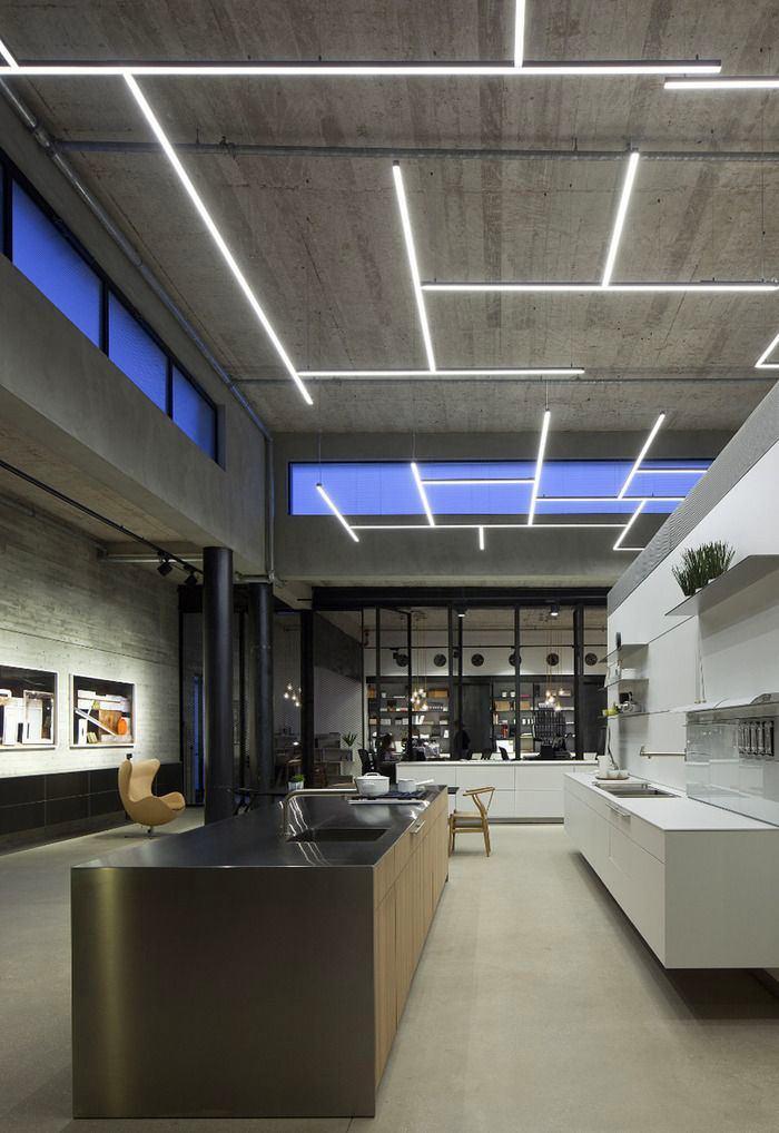 Гостиная, холл в цветах: фиолетовый, черный, серый, светло-серый. Гостиная, холл в стилях: лофт.