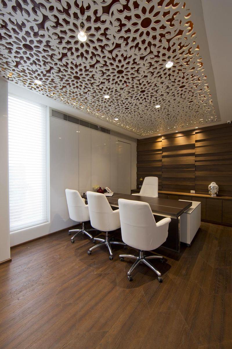 Мебель и предметы интерьера в цветах: черный, серый, светло-серый, белый, коричневый. Мебель и предметы интерьера в стилях: классика.