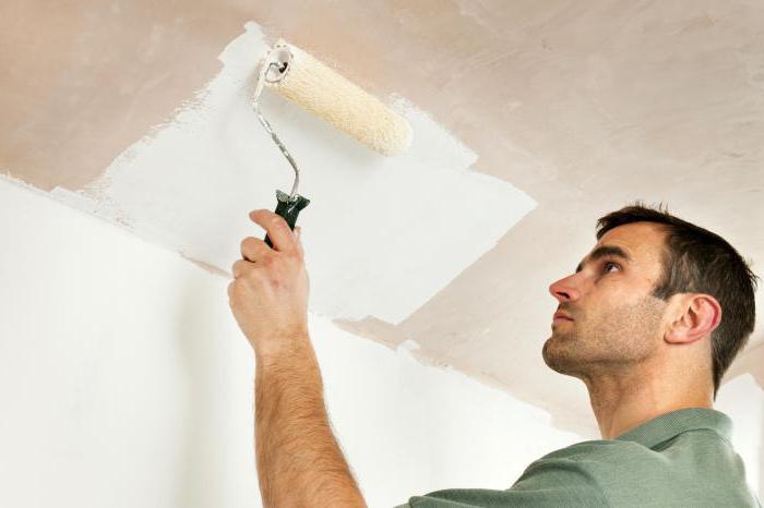 как красить потолок валиком водоэмульсионной