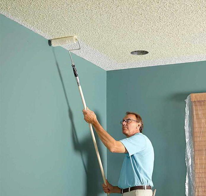 как красить потолки валиком