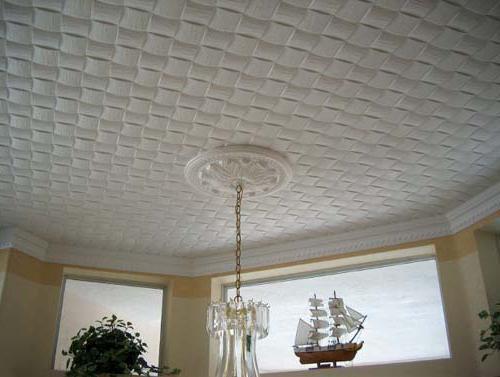 чем лучше клеить потолочную плитку