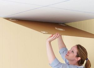 Наклеивание плитки на потолок