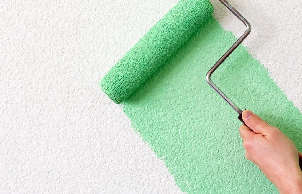 Не стоит дважды наносить краску, даже если вы не закрасили какой-либо участок поверхности