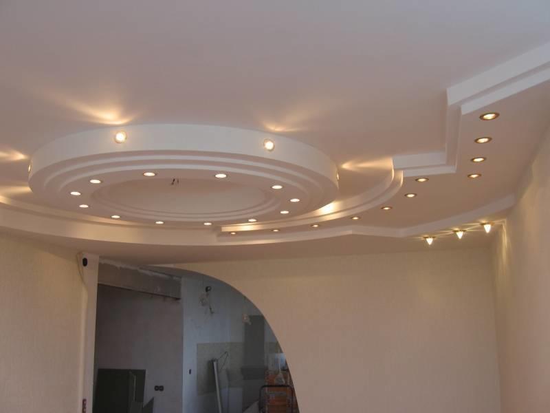 Для отделки потолка многие предпочитают выбирать гипсокартон, поскольку он экологичный и безопасный для здоровья