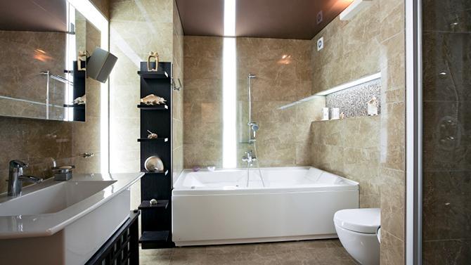 Фото 7 - Глянцевый натяжной потолок идеально подходит для небольших помещений