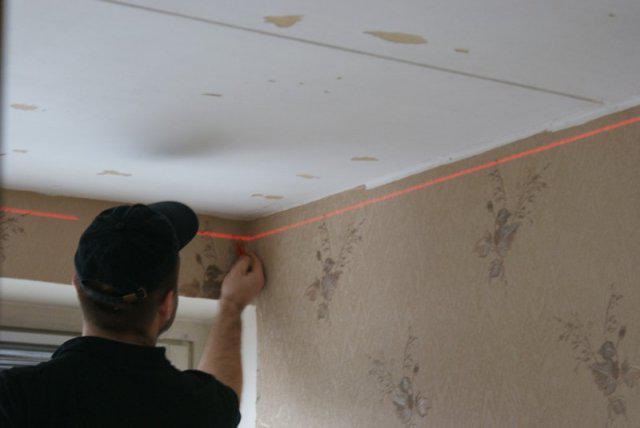 Натягиваем потолки своими руками