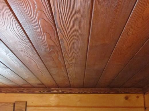 Потолок из шпонированных мдф-панелей