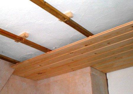 Монтаж вагонки на потолок на деревянных брусьях