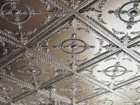 Потолок, облицованный пенопластовой плиткой