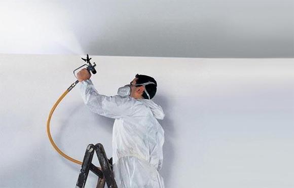 При помощи краскопульта возможно легко добраться до самых труднодоступных мест вашего потолка.