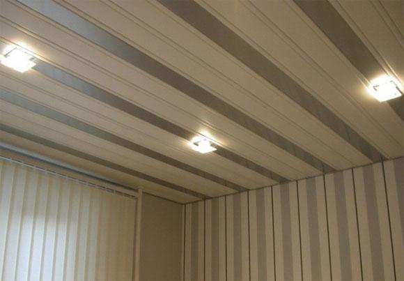 как крепить панели на потолок