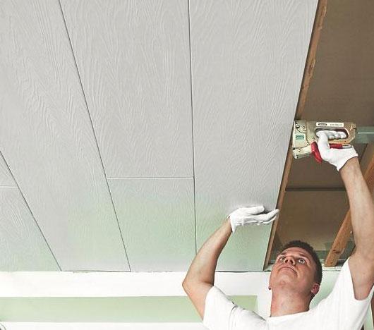 крепление стеновых панелей к потолку