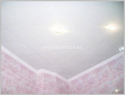 Потолок из пластиковых панелей своими руками в ванной