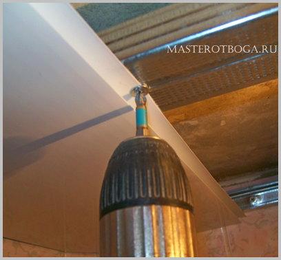 Потолок из пластиковых панелей своими руками монтаж