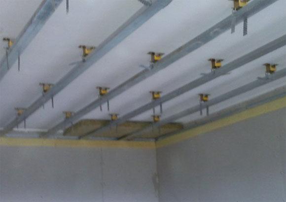 шумоизоляция потолка пенопластом