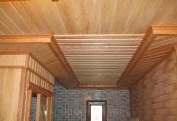 Многоуровневые потолки из деревянной вагонки