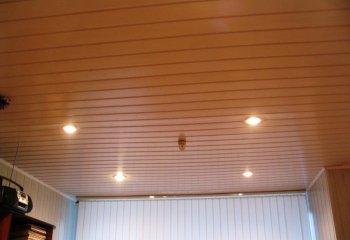 Стандартный потолок из вагонки