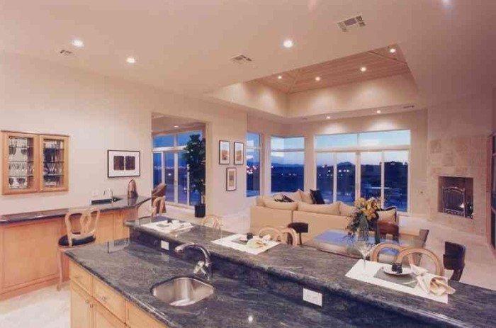 Фото 3 - Двухуровневые потолки из гипсокартона на кухне