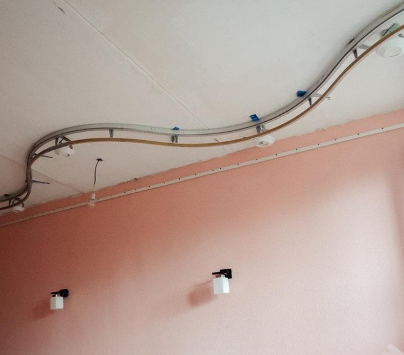 криволинейный участок профиля для натяжных потолков